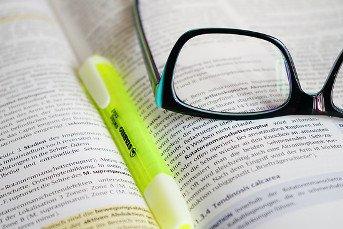 Buch für Lexikon und Glossar im Marketing